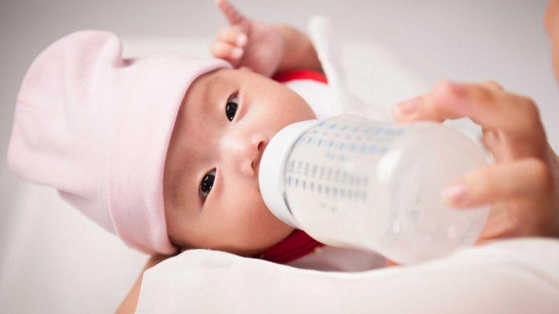 Trẻ sơ sinh hay bị nấc