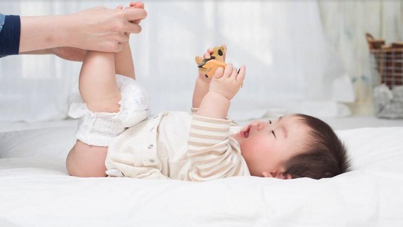Trẻ sơ sinh không ị được có phải là táo bón?